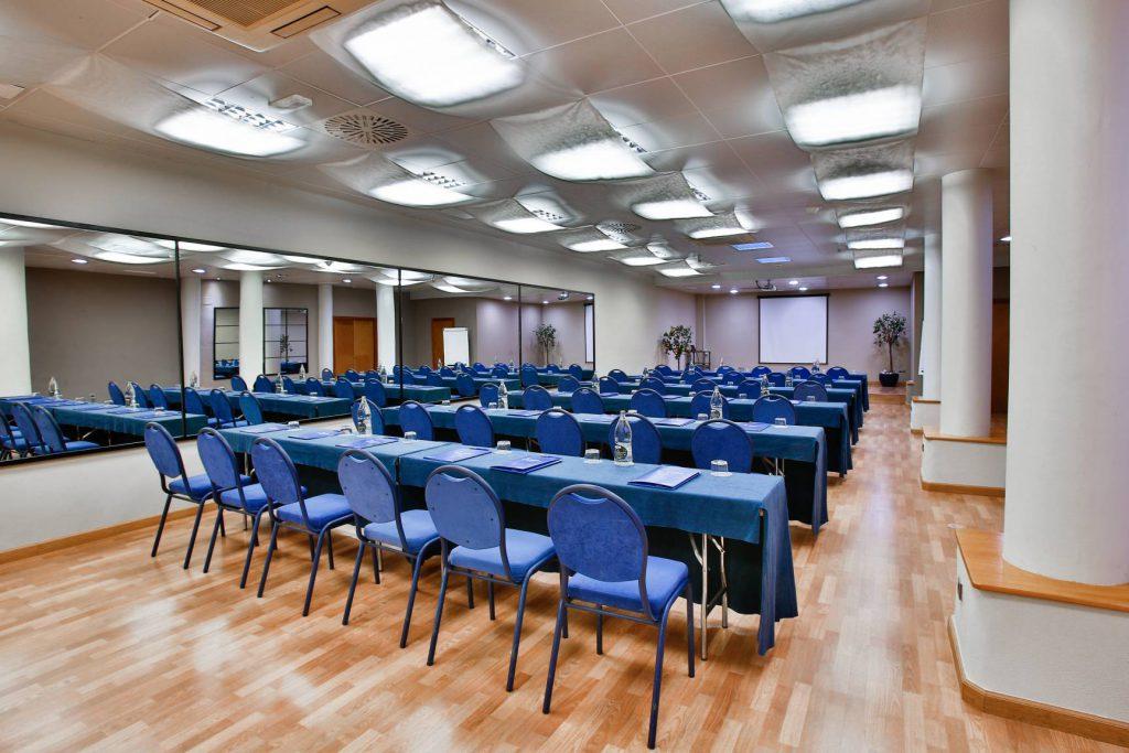 Eventos de empresa hotel la laguna for Acuario salon de fiestas